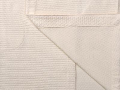 выполнен из рельефной ткани цвета сливочного зефира