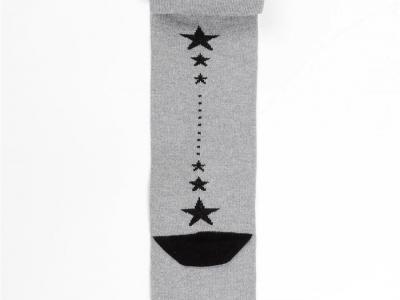 рисунок в виде звездочек на задней стороне ножки