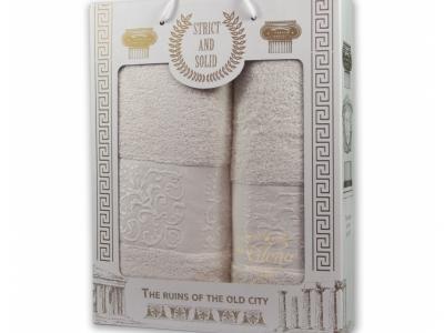 Белый. В подарочном наборе лицевое и банное полотенца